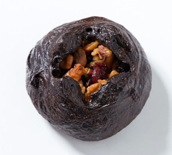 黒ココア木の実のパン
